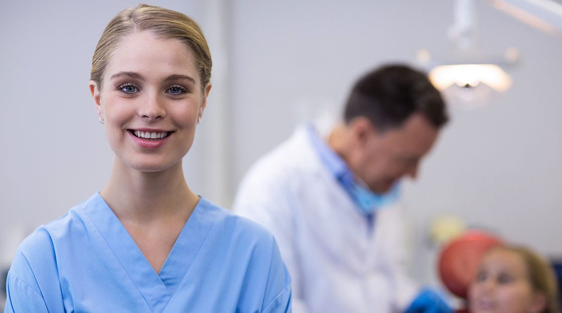 5-Things-to-Expect-at-Your-New-Job-as-a-Dental-Assistant